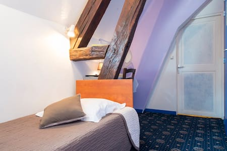 HOTEL CENTRAL MONTARGIS 1 pers - Bed & Breakfast