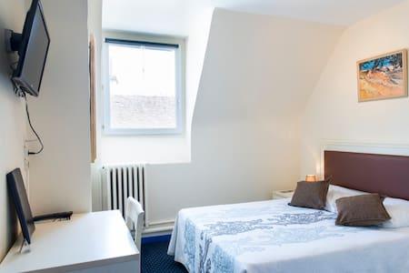 HOTEL CENTRAL MONTARGIS 2 pers - Montargis - Bed & Breakfast