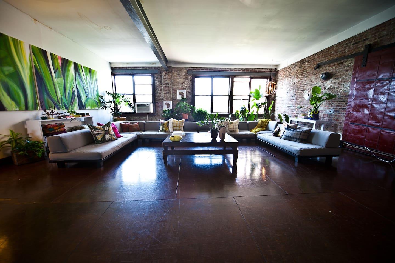 Lovely Room, HUGE 4000 sqft Loft 2