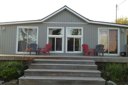 Cozy 4 bedroom cottage! - Port Dover - 独立屋