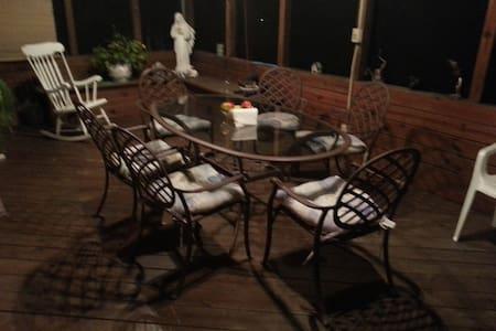 A Pocono's Get away home in nature - East Stroudsburg - Casa