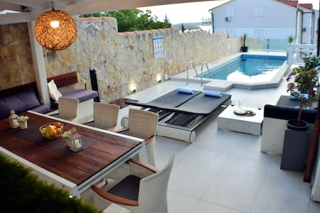 AMOS:new apt in Hvar with PRIVATE POOL & barbecue
