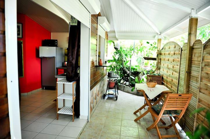 """Agréable bungalow à 5"""" de la plage - Le Diamant - Bungalow"""