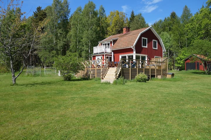 Stunning lakeview, beautiful house - Mariestad N - Cottage