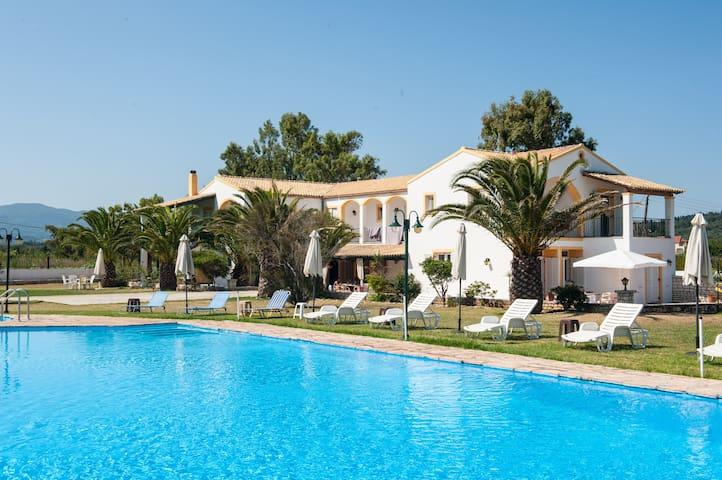 Corfu Sea Palm Residence Azura - karousades - บ้าน