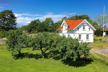 Idyllisk sommerhus med badeplasser - Hvaler - Haus