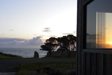 All Sunsets & Surf -Ocean Views - Bandon - Dom