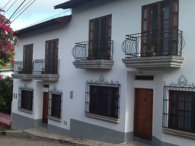 La Casa de Don Santiago Townhouse - Copan Ruinas - 連棟房屋