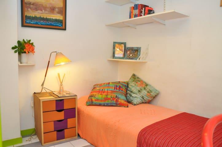 Palermo/Recoleta: very nice room w/ private bath