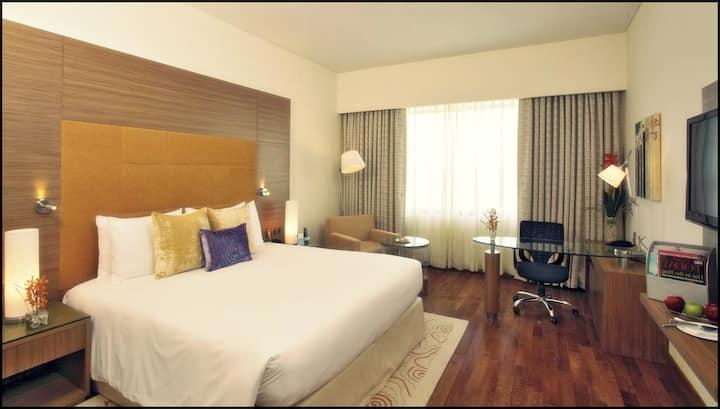Luxury Room Near Golf Course Road