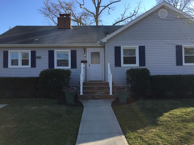 6 blocks from the beach, Allenhurst NJ - Allenhurst - Talo