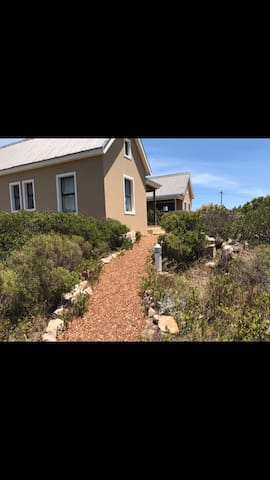 Stunning neat beach cottage - Rooi-Els - House
