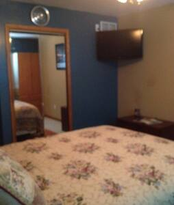 Room for rent nite/wk/or month - Kankakee - House