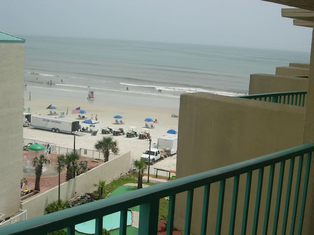 Beach Front Resort Ocean View Condo - Daytona Beach - Apartment