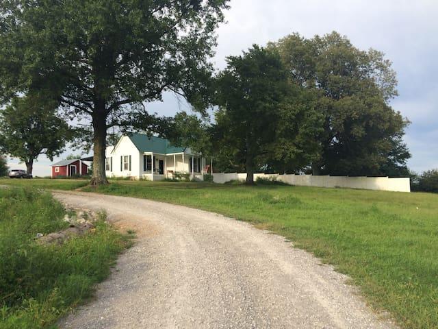 Rush farm house - Quaint country home - Metropolis - Bed & Breakfast