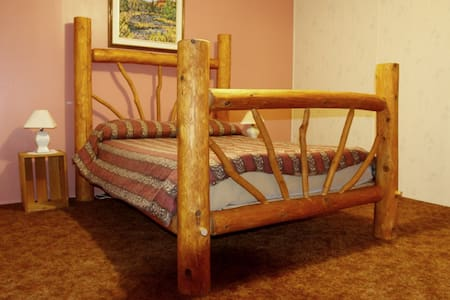 The Mad Musher Riverside Rooms - Whitney
