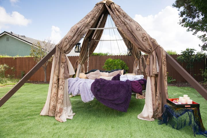 Luxury camping on a floating bed! - Mission Viejo - Khemah Tipi