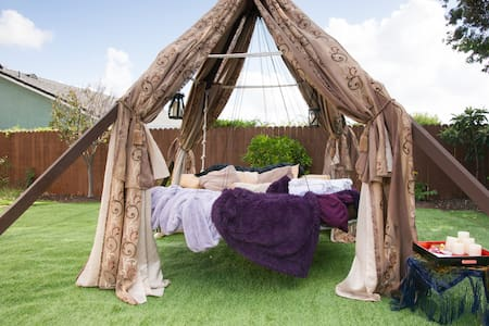 Luxury camping on a floating bed! - Mission Viejo - Tiipii