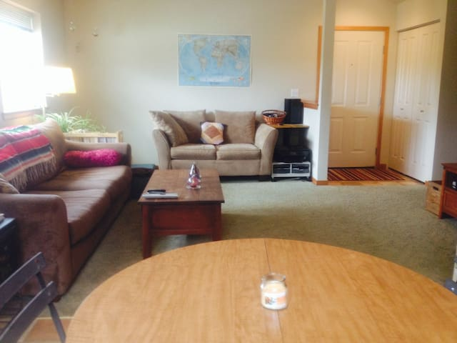 Secluded Apartment in Downtown - Olympia - Apartment