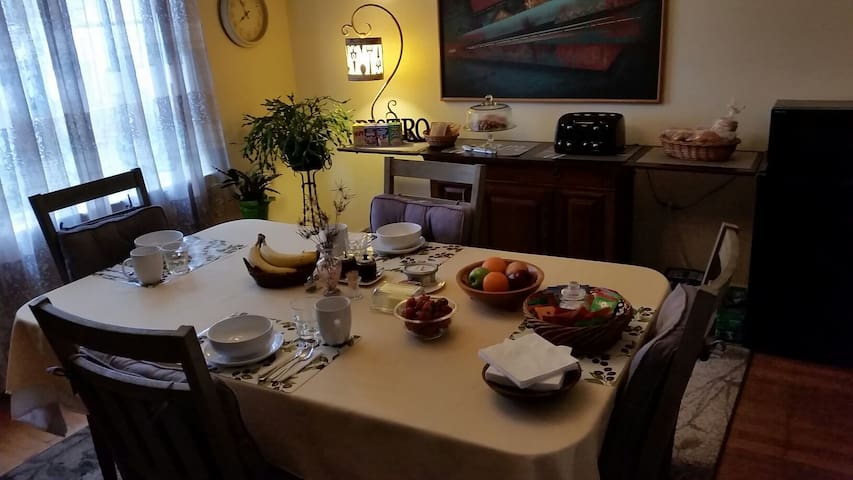 The Green Rose Bed & Breakfast - Two Bedroom Suite - Tacoma - Bed & Breakfast