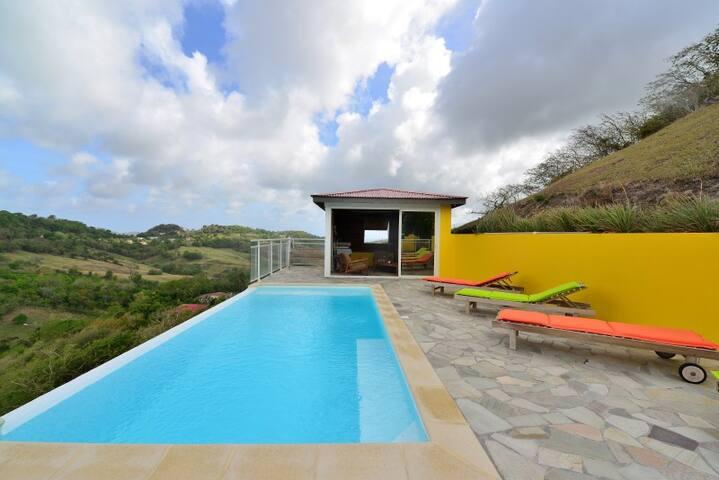 Meublés touristique piscine vue mer - Ле-Марен - Дом