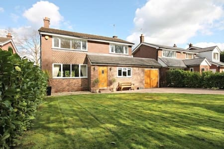 3bd Contemporary Home, nr Airport - Knutsford - Hus