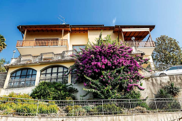 Private villa with Amazing View - Riva di Solto - Huis