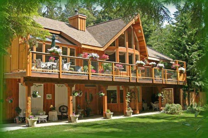 Woodland Garden Suite - Roberts Creek