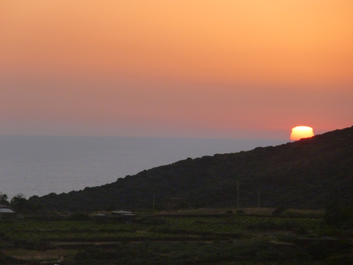 Rent a house in Pantelleria cheap