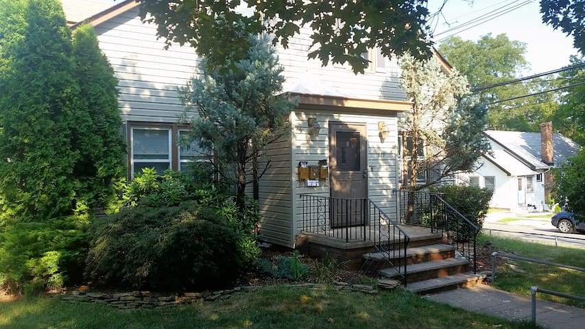 1 BR Apartment in Highland Park - Highland Park - House