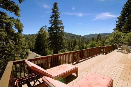 Maplewood Lodge - Lake Passes Included! - Lake Arrowhead - Stuga