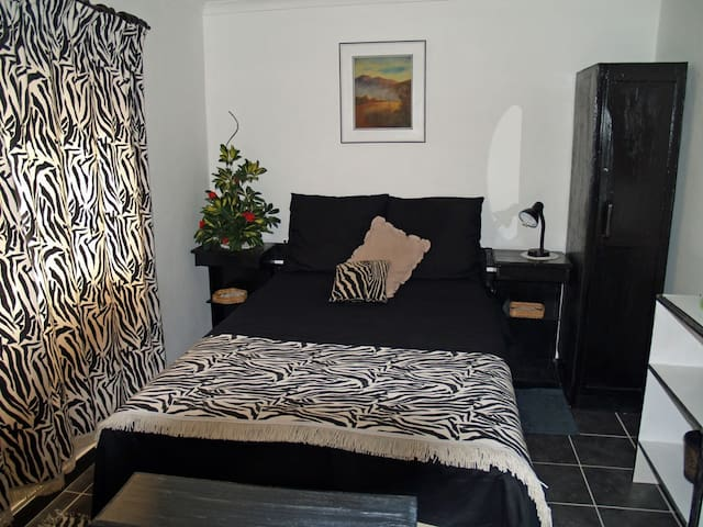 Cozy accommodation for a couple - Pinetown - Apartamento