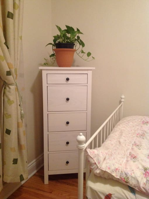 Small drawer of the bedroom