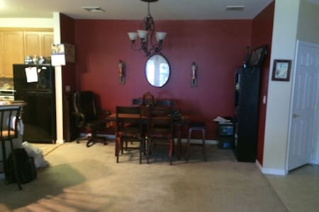 BEAUTIFUL; PRIVATE; QUIET ROOM FOR TWO. - Eatontown