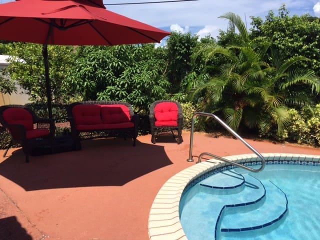 3bd house, pool, 1.3 miles to beach - Дирфилд-Бич - Дом