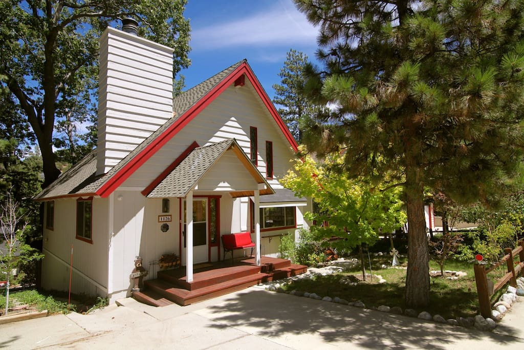 Alpine cozy cabin includes beach club passes cottages for Cabins in lake arrowhead ca
