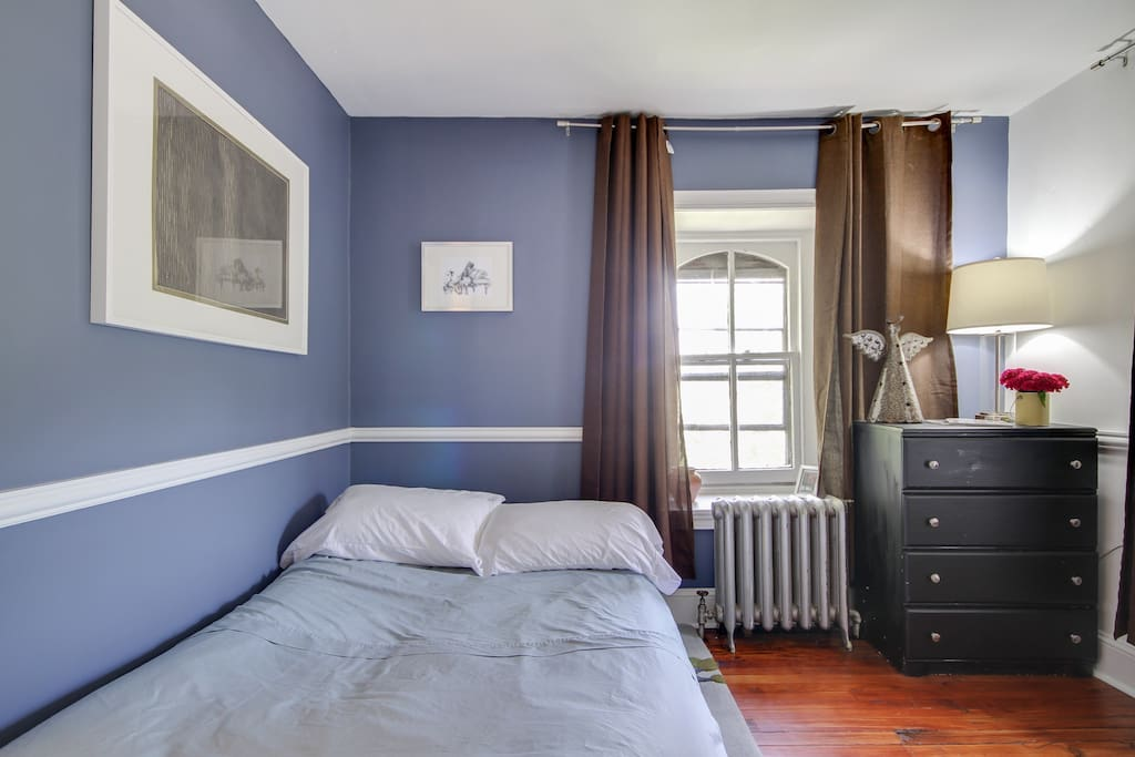 Friends or family members traveling with you will enjoy a good night's rest in the second bedroom, which is outfitted with a Queen-sized futon, vintage furnishings, and art.