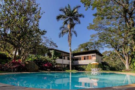 Incrível Casa Modernista em Ubatuba