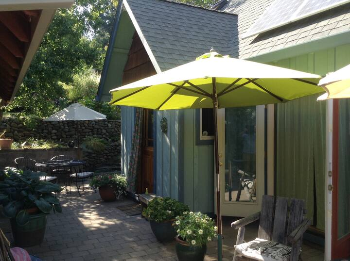 Pearl Street Cottage near OSF