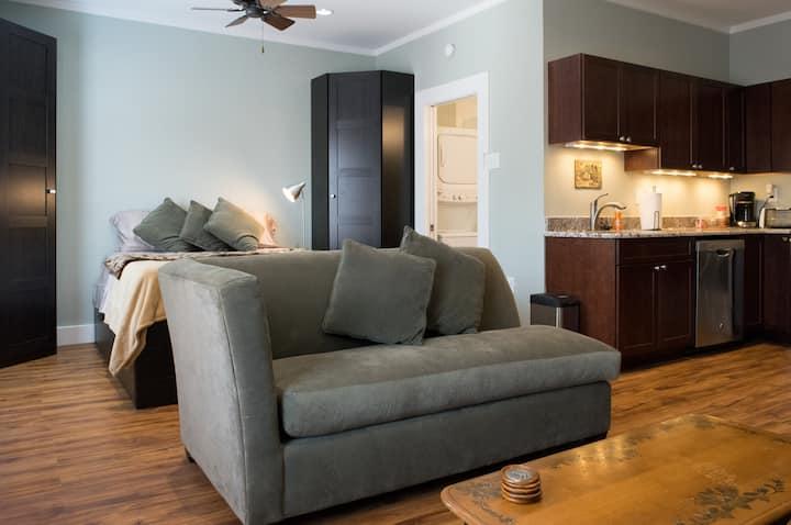 Charming Peden Cottage - Houston TX