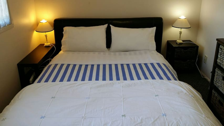#1 QUEEN BED IN MERRYLANDS
