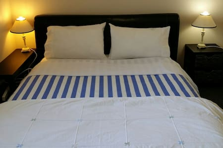 CHEAPEST COSY QUEEN BED CLOSE TO MERRYLANDS/PARRA - Merrylands - Haus