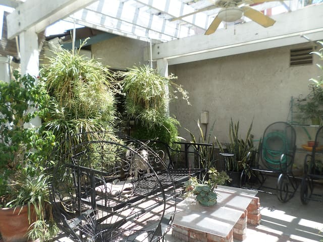BEAUTIFUL PRIVATE FURNISHED ROOMS! - Rialto - House