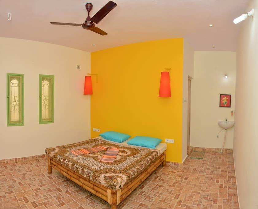 Des chambres claires, spacieuses et bien aérées.