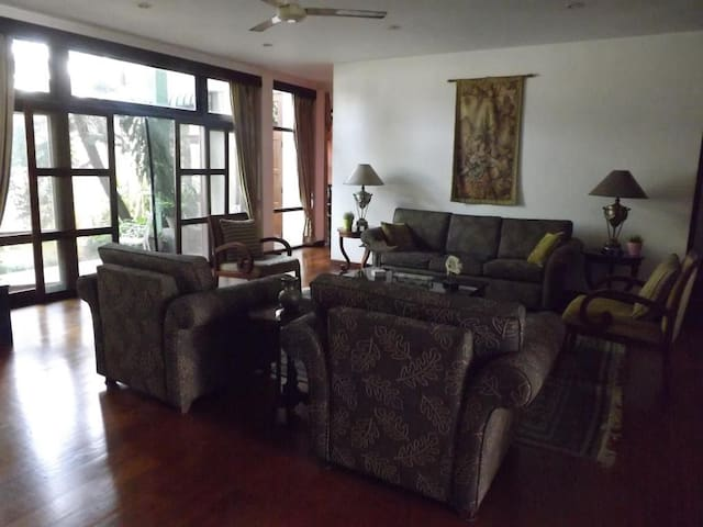 Serene Villa at Tickell - Colombo - Villa