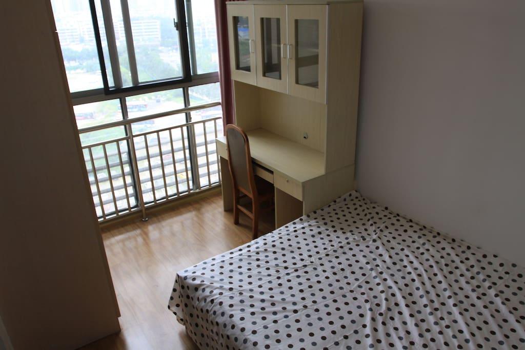 1.5*5米实木大床带冷暖空调