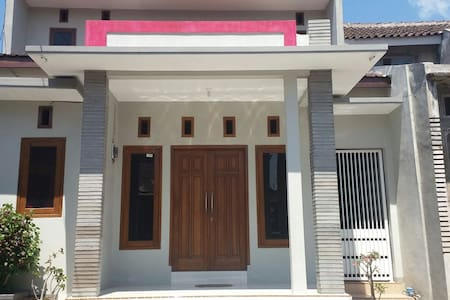IJEN BONDOWOSO Home Stay - Bed & Breakfast