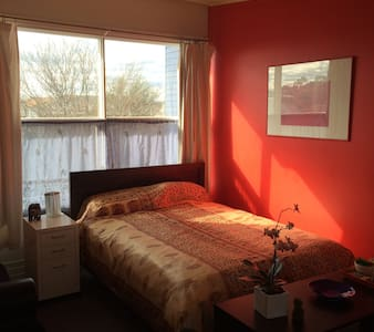 Melbourne, beach, city, 4min to train station. - Newport - Huis