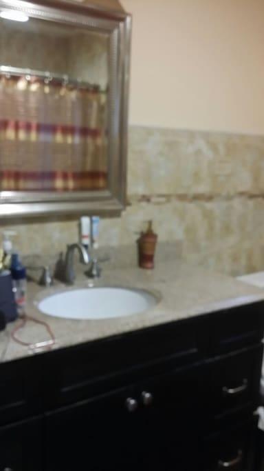 Share hallway Full Bathroom