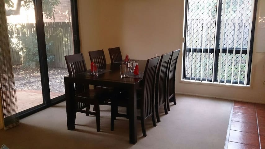 Double Room close to City & Airport - Lutwyche